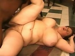 Horny fat housewifes share blackie